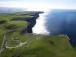 "Carretera hacia ""Cliffs of Moher"", foto de Tourisme Ireland"